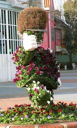 チボリ公園前の兵隊さんのパンジーの花人形