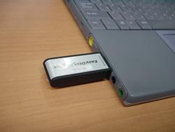 図1 USBのあるパソコンなら差し込むだけでOKです