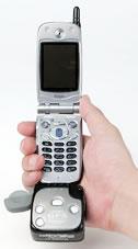図4 iモード携帯に装着して使用するI-O DATAの「ケータイサイトGPS」